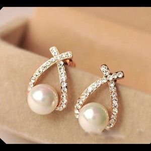 💥3 for $23💥 Crystal and Pearl Cross Shaped Studs